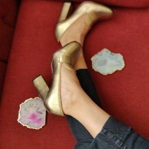 👠 final price Aldo gold toned leather block heels
